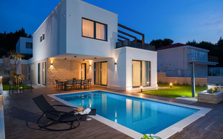 6 Bedroom Luxury Villa with Indoor and Outdoor Pools near Pebble Beach in Ciovo