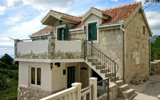 Two bedroom stone house with pool Omis riviera