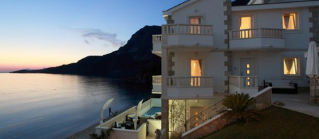 Exclusive  luxury beachfront villa with pool near Makarska