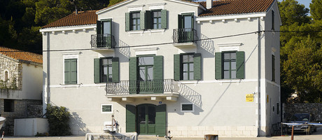 5 bedroom luxury seafront villa with pool in Dalmatia
