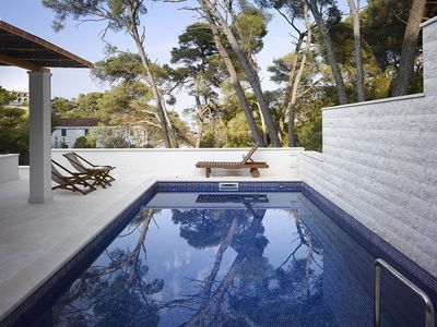 Exclusive villa with pool in Rogac, Island Solta